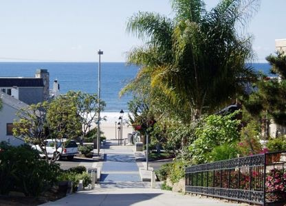 Walk Street in Downtown Manhattan Beach