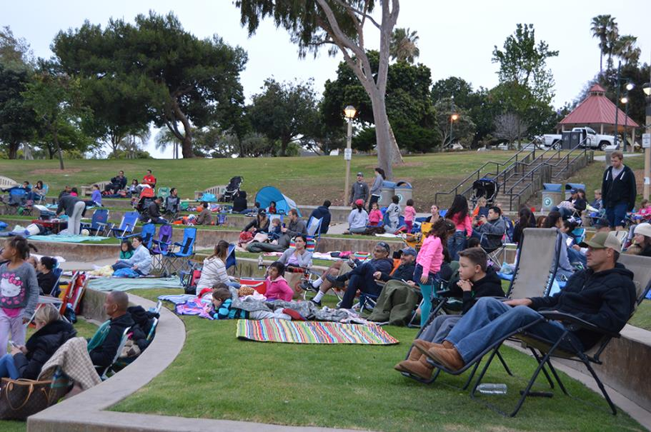 Families setting up to enjoy a movie in Polliwog Park.