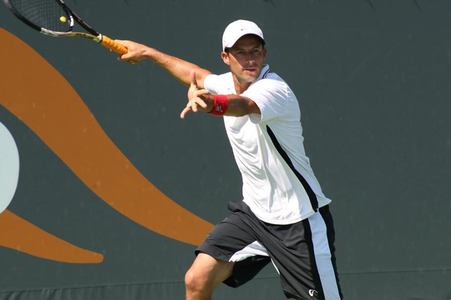 Lester Cook setting up to return a ball in play the 2014 Manhattan Beach Open Tennis Tournament Mens Open Singles Final